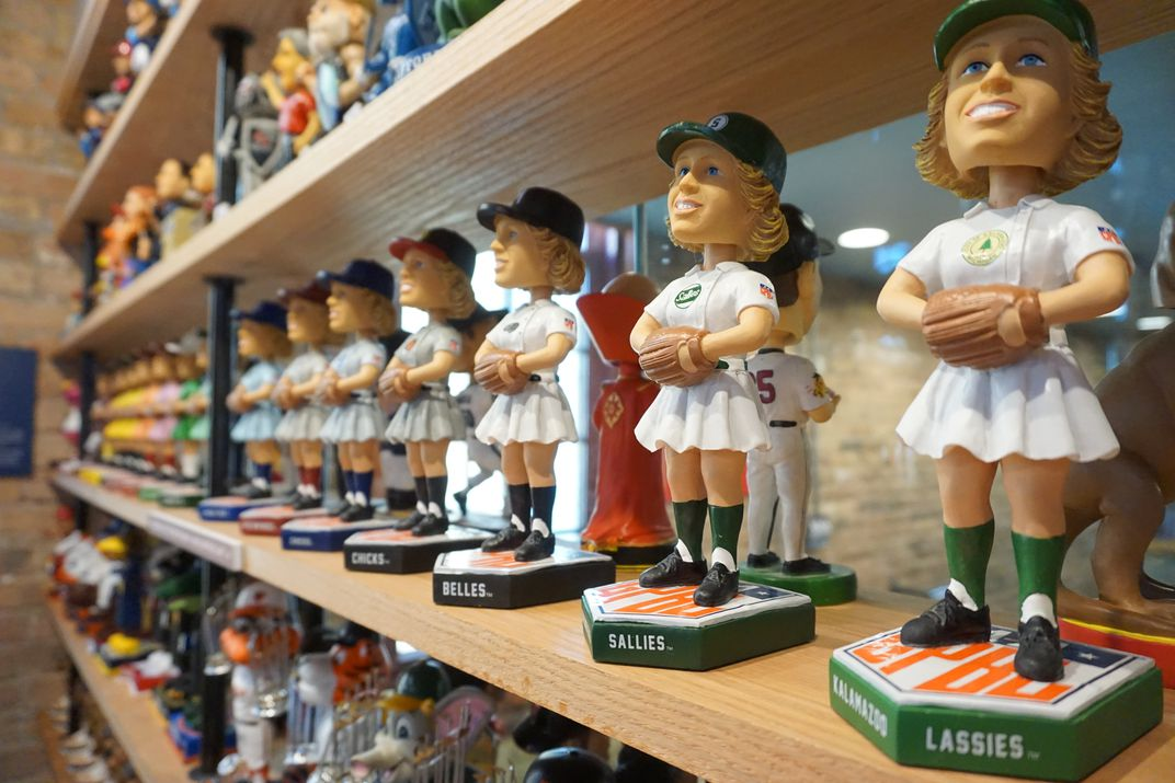 What are the steps involved in finding a good custom bobblehead doll?