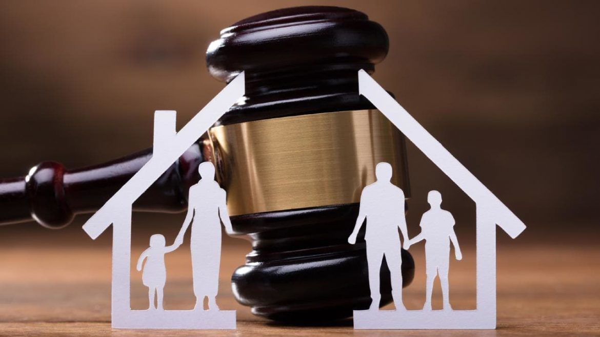 How and when to approach divorce lawyers